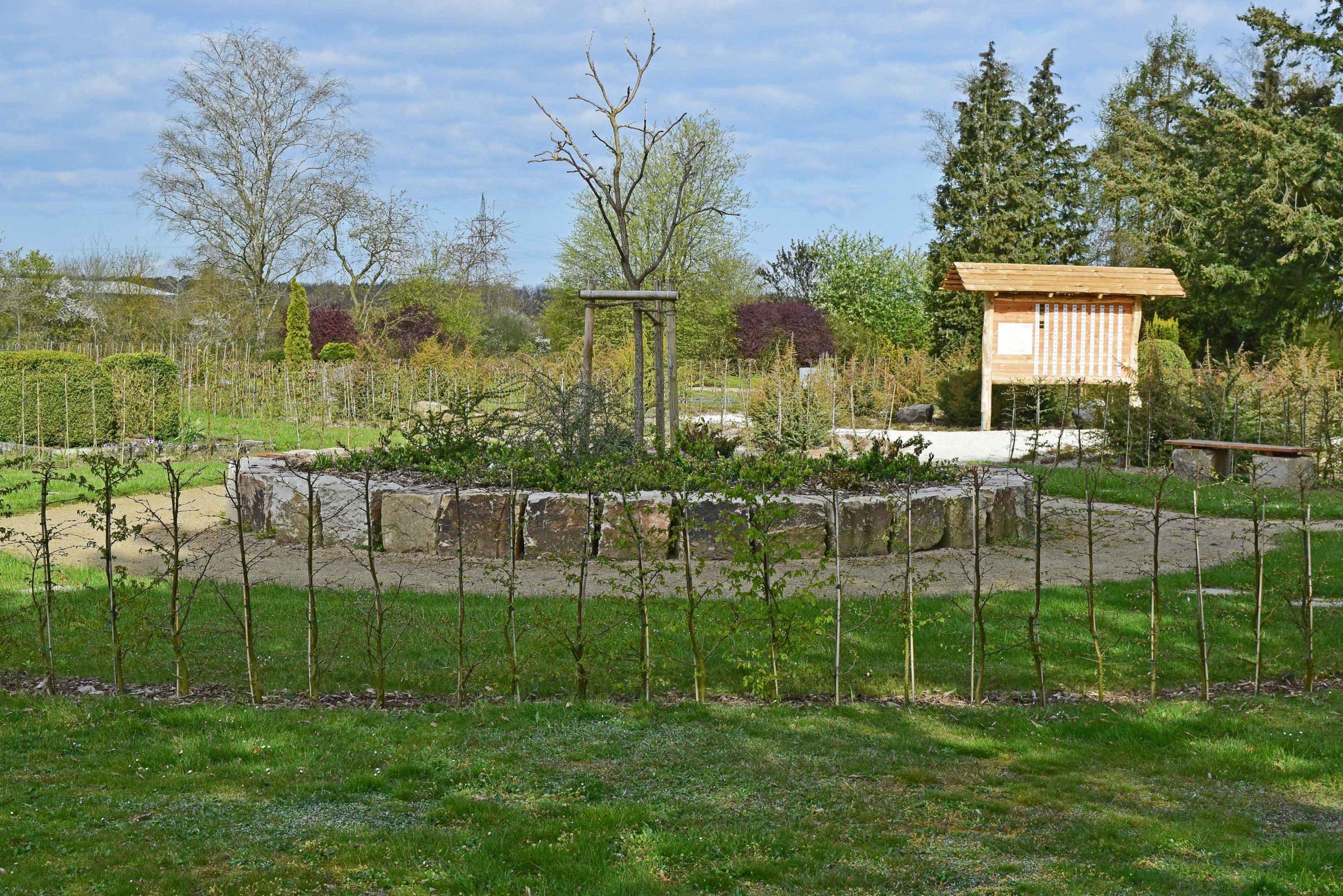 Rondell mit Rasenurnengräber